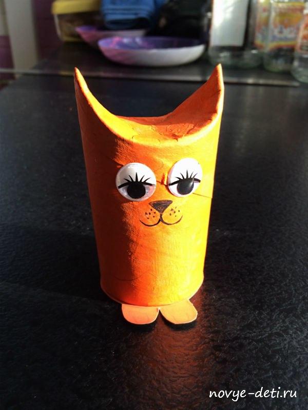 кошка из рулона туалетная бумага глаза