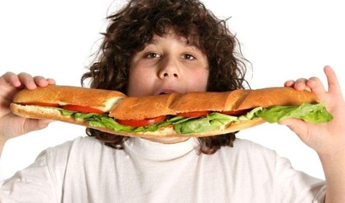 детские стихи мальчик много ест увлеченный