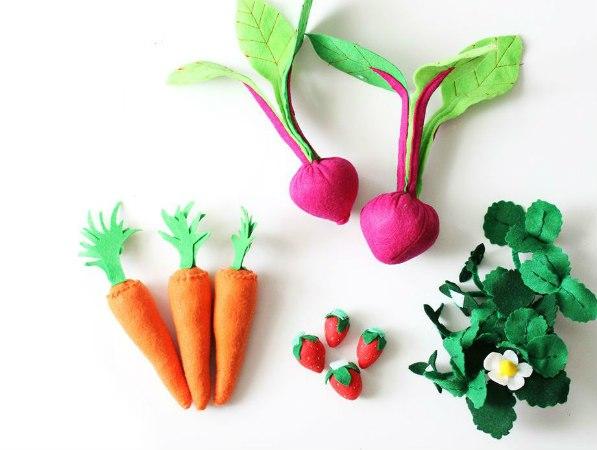 оригинальные игрушки из фетра огород овощи ягоды клубника морковка
